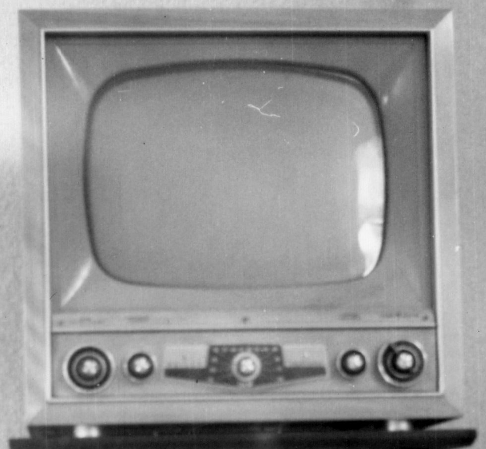 Television_set_from_the_early_1950s_crop